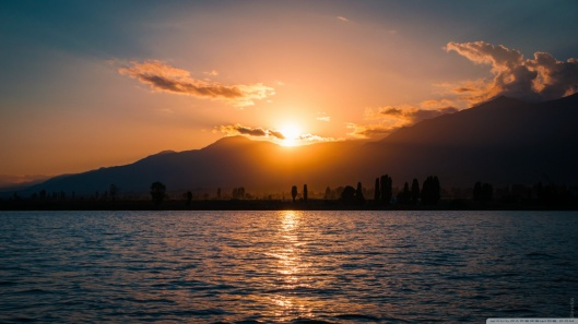 sunset_issyk_kul_lake_kyrgyzstan-wallpaper-1366x768